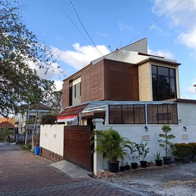 Dijual Rumah semi Villa