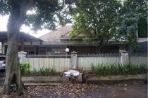 jual rumah tua di tengah kota bandung murah.