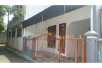Disewakan rumah 2 Lt.. Letak sangat strategis di Bambu Apus Jakarta Timur