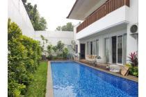 Rumah Lux, ada pool, strategis di Komp. Bali Village, Cipete