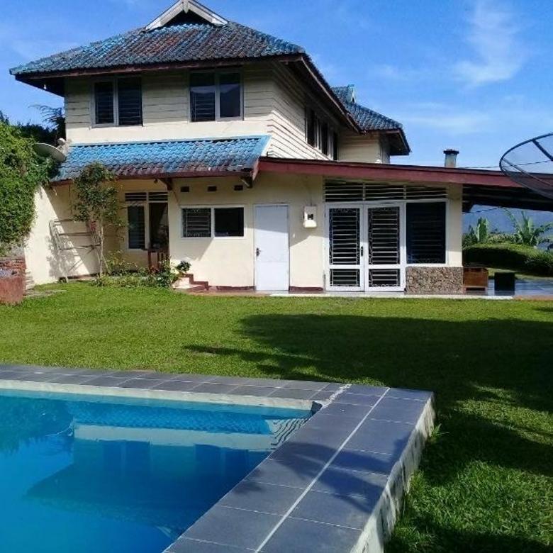 Villa cisarua Puncak bogor,kolam renang private,kamar ti