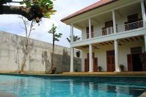 Rumah Cantik, ada Pool, Strategis di Jl Bangka Jakarta Selatan