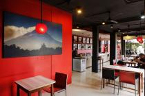 Dijual Rumah Tingkat untuk Resto & Toko di Pinggir Jalan Raya (SEMIFURNISH)