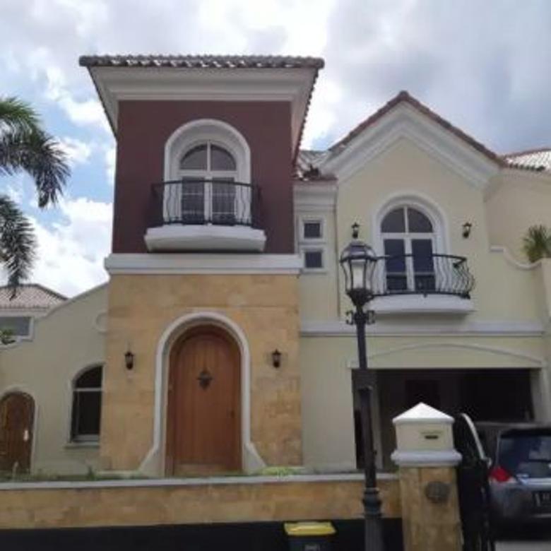 Rumah luas 240 m2, kt 4, swimmingpool, parkir 4 mobil
