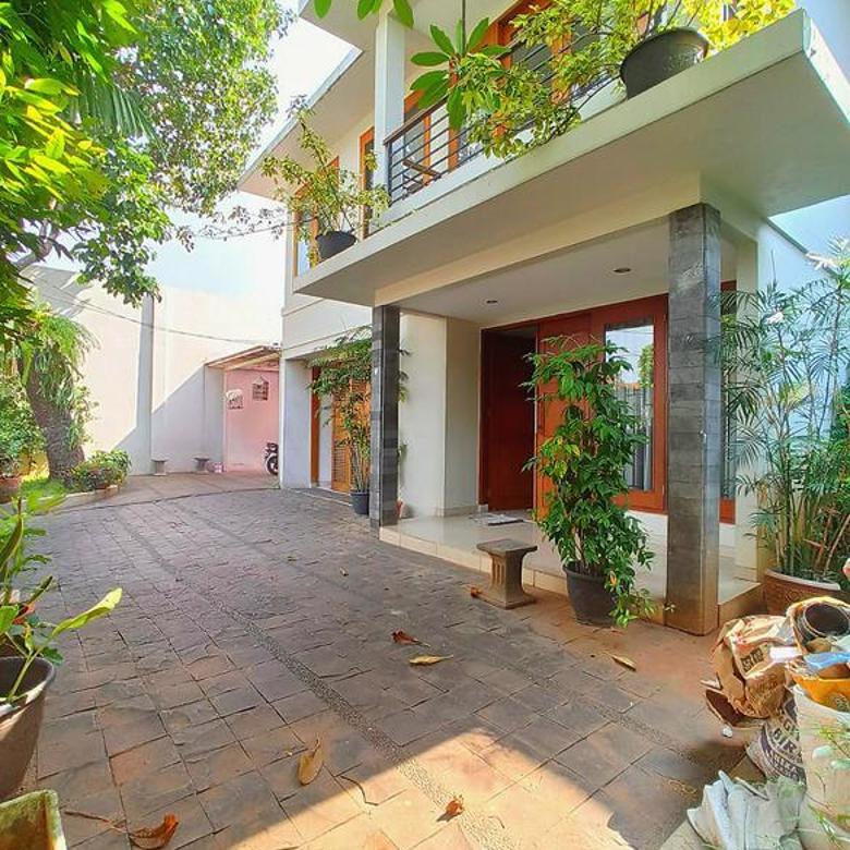 Hot Property - Rumah Dalam Komplek dengan Private Pool Akses Jalan Besar di Cipete-Cilandak Jakarta Selatan