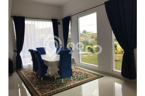 Ruang makan dengan view taman dan pool 20368135
