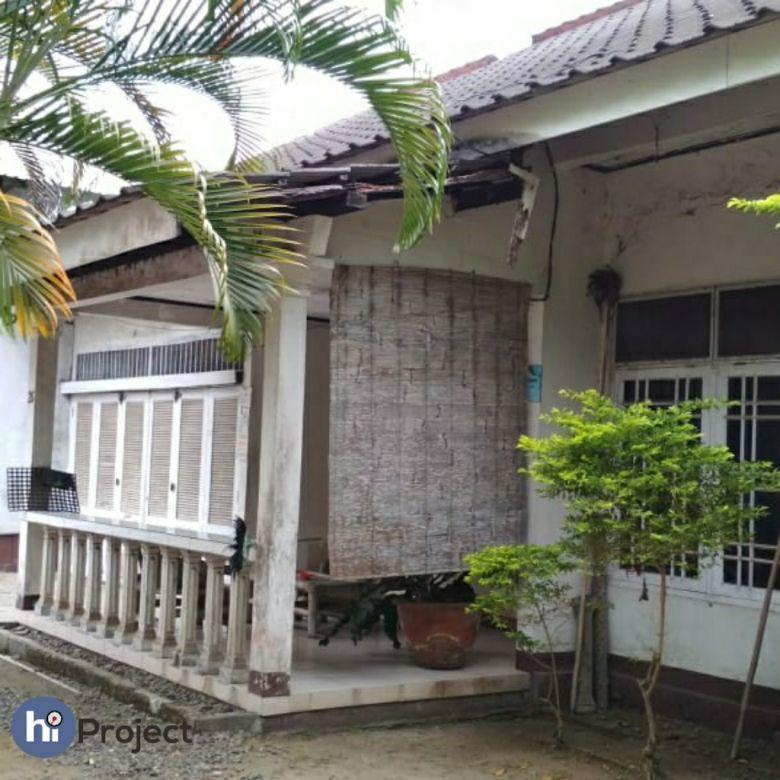 Rumah dengan lahan luas di Bertais Mataram R103