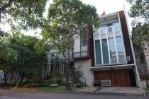 Rumah hoek cantik Murah, ada Swimming pool, Taman Giriloka BSD City