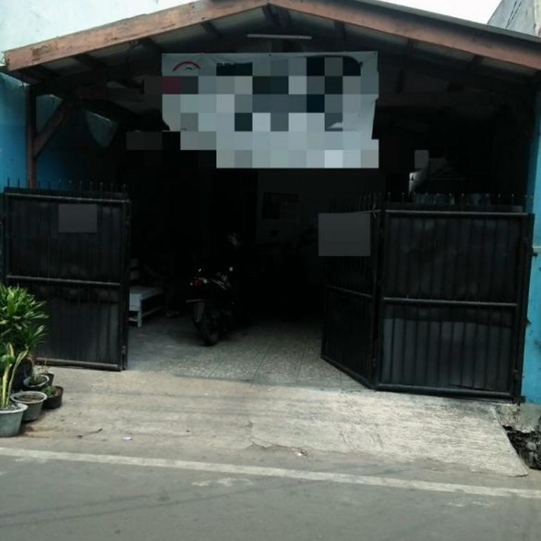 Rumah Luas Dekat Jalan Raya daerah Jakarta Pusat (A2425)
