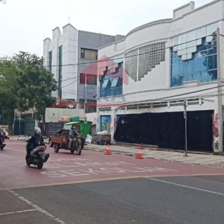 Bangunan yang berada tengah kota Bandung Lengkong Kecil