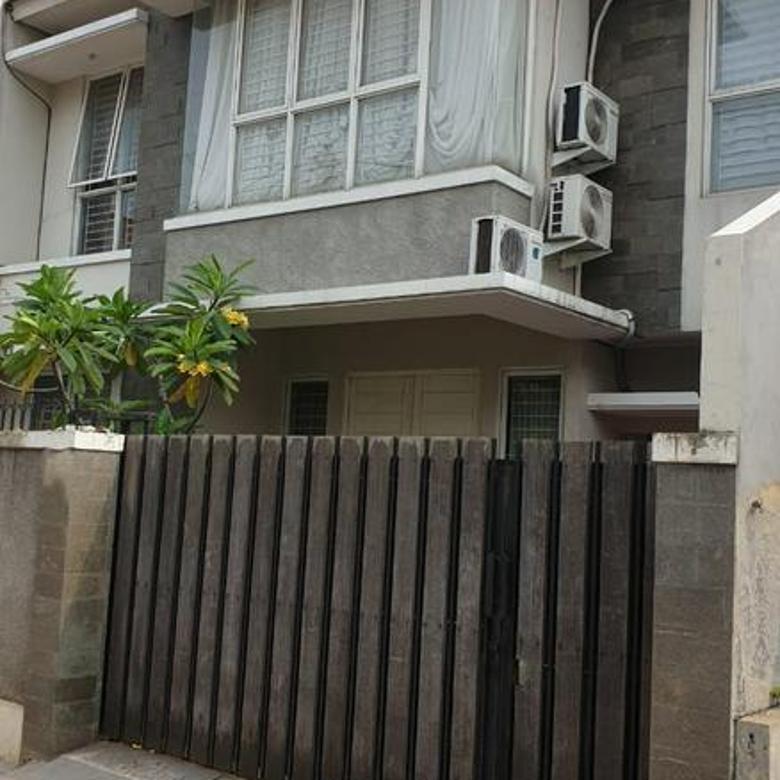 Rumah Asri dan Nyaman dilokasi strategis Bintaro sektor 9