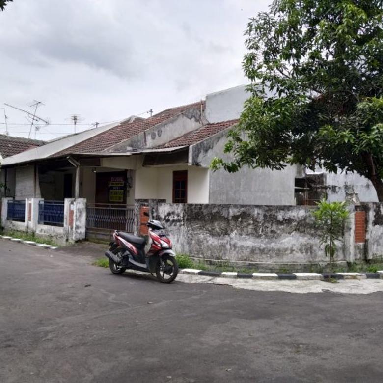 Rumah Dalam Perumahan Dayu, Jalan Kaliurang Utara Kampus UGM