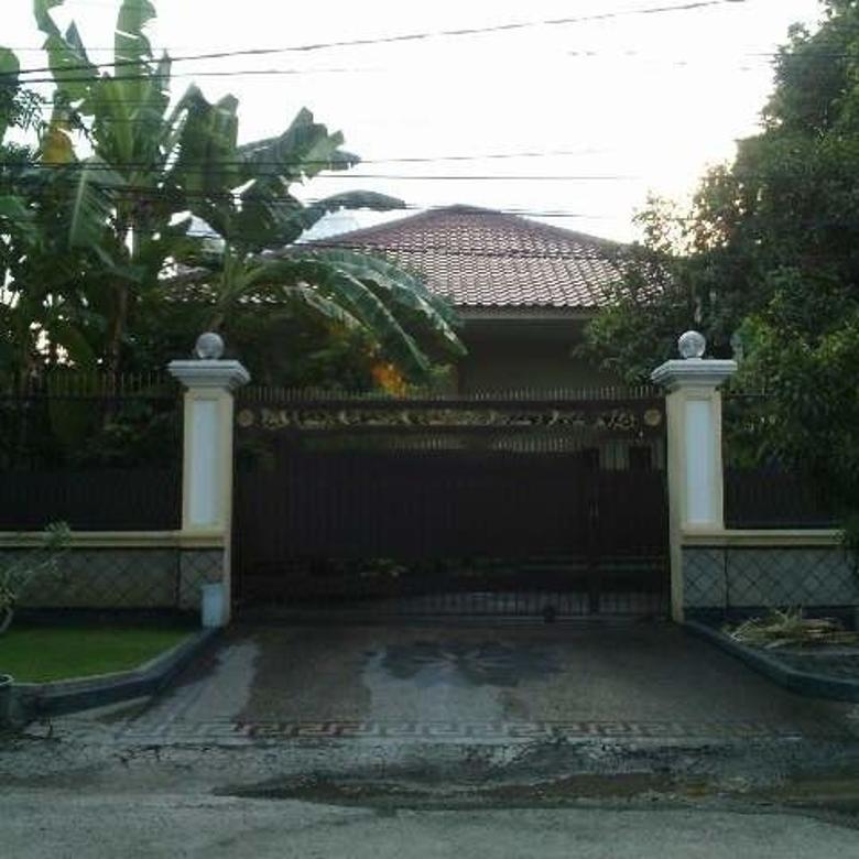Dijual Rumah Strategis Masih Bagus di Jalan Sumatera Surabaya