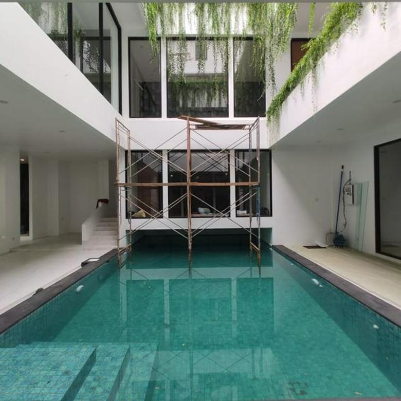 Rumah Brand New Mewah Modern Contemporary Fasilitas Lengkap di Menteng