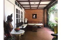 Rumah Lokasi Prime , Rumah Antik Jalam kolonial hanya 3 menit ke sudirman