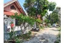 Rumah dijual di kompleks perumahan Montong