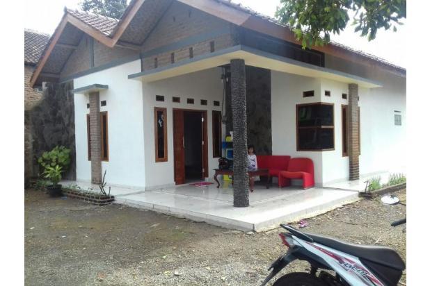 villa cipulus dengan suasana lingkungan yang asri dan sejuk