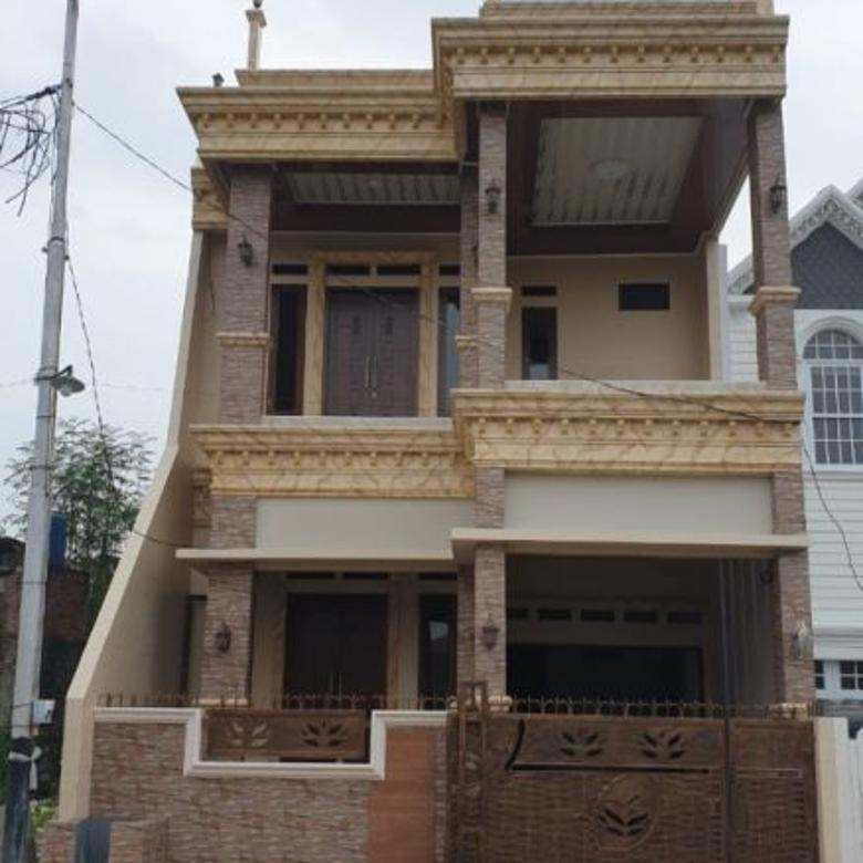 Rumah Gaya Klasik 3 Lantai Murah di Duren Sawit Jakarta Timur