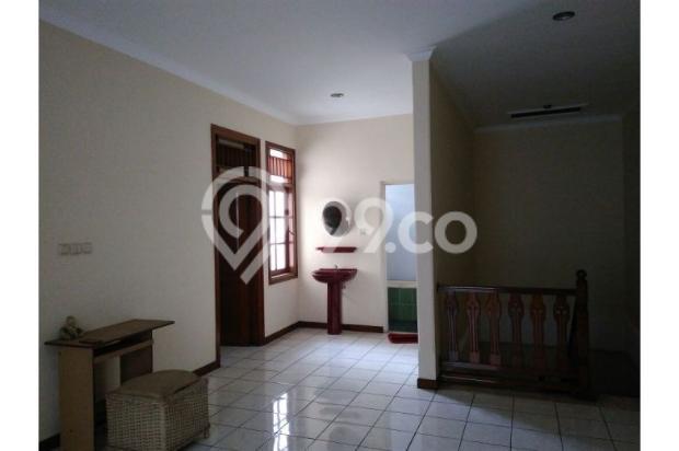 RUMAH 2 LANTAI DI JAGAKARSA, JAKARTA SELATAN 12300725