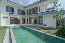 Dijual Villa Baru Furnished Lux Nyaman di Pantai Berawa Badung