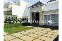 House for rent at Menteng Suitable to Embassy, 4 Bedrooms, Swimming Pool