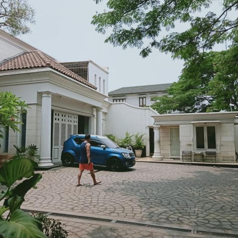 Rumah Mewah, Megah, Furnished di Perumahan Elite, Modernland
