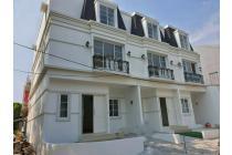 Rumah Baru di Muara Karang, Lokasi Strategis, Uk 6,5x15 Hoek, 3 lantai, SHM, Hadap Selatan, Depan Taman, Muara Karang, Jakarta Utara