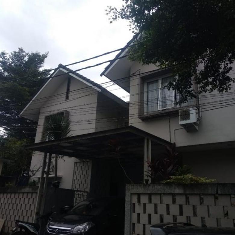 Rumah Besar Kokoh TOWN HOUSE dalam Komplek Besar semi furnished