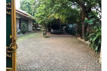 Rumah Lama Terawat dan halama yang luas daerah Samali Ujung Pejaten Jaksel