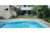 Rumah di Kemang, Jakarta Selatan ~ Taman Luas ~ Swimming Pool
