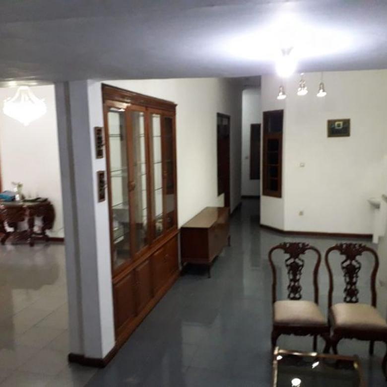 Dijual Rumah Bangunan 3 Lantai di Daerah Turangga Bandung