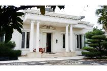 HOT SALE !!! Rumah Lux dengan Desain Elegan dan Siap Huni @Camar, Bintaro