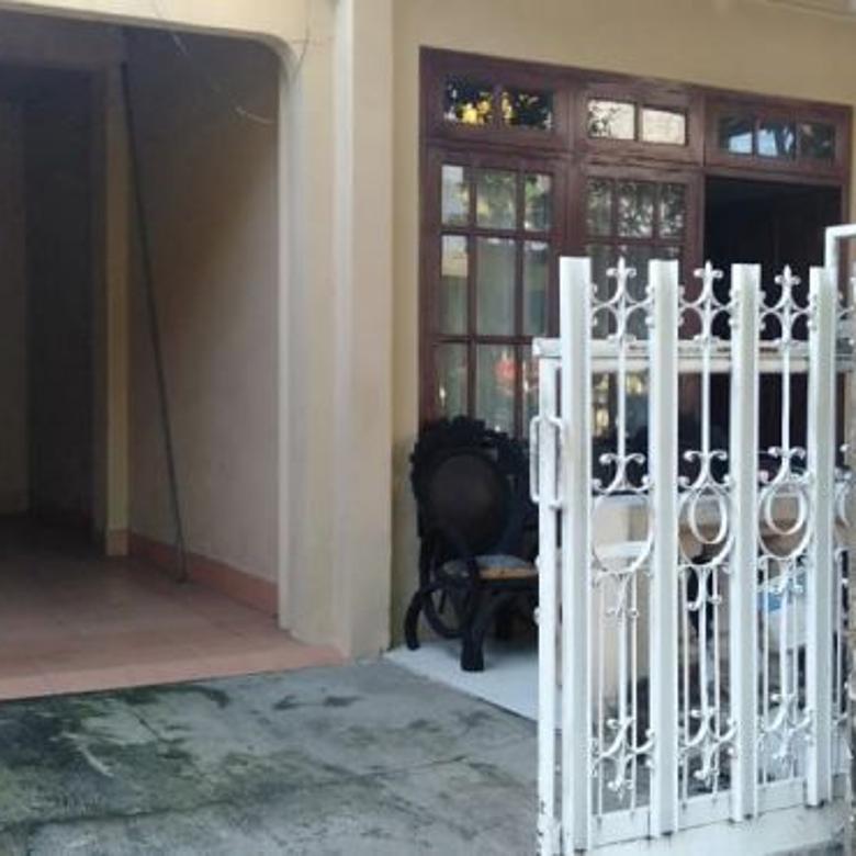 Rumah Asri dan Nyaman Sedikit tua tetapi Bagus di Mojokerto