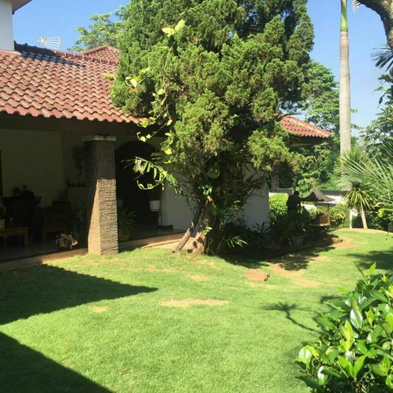 Rumah dengan taman yang luas di Cilandak  Jakarta Selatan