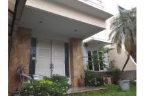 Rumah Asri dengan Taman di Jl. Camar Bintaro