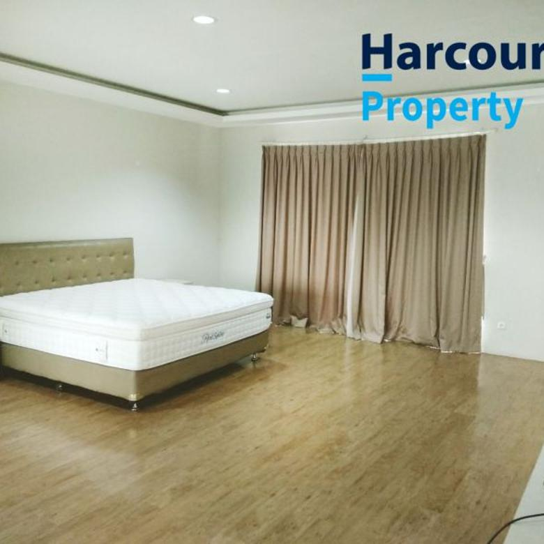Rumah Mewah dan Cantik 2 Lantai Area Bukit Hijau