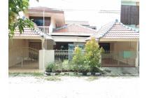 Rumah di Rungkut menanggal Harapan, cukup luas cocok untuk keluarga besar,
