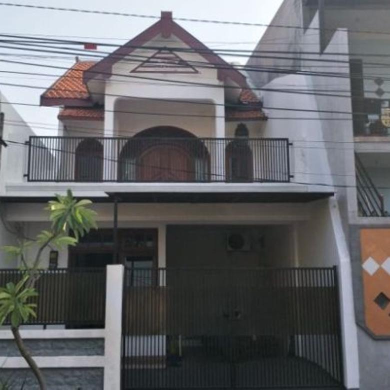 Dijual Rumah Tingkat Strategis di Tengah Kota Surabaya P0101