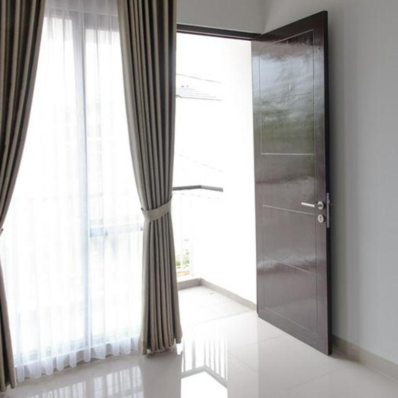 Rumah Murah Dekat Kawasan CBD Bintaro Jaya 2 Lantai 3 Kt Dilengkapi Taman, Carport dan Balkon