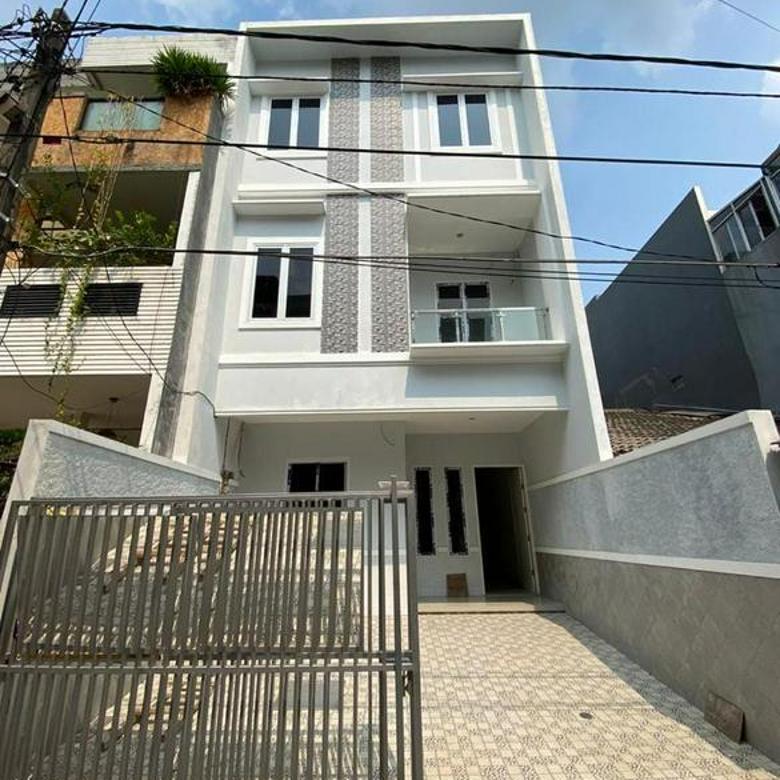 CHANDRA*rumah baru 3.5 lantai uk 6x15m dalam komplek taman ratu