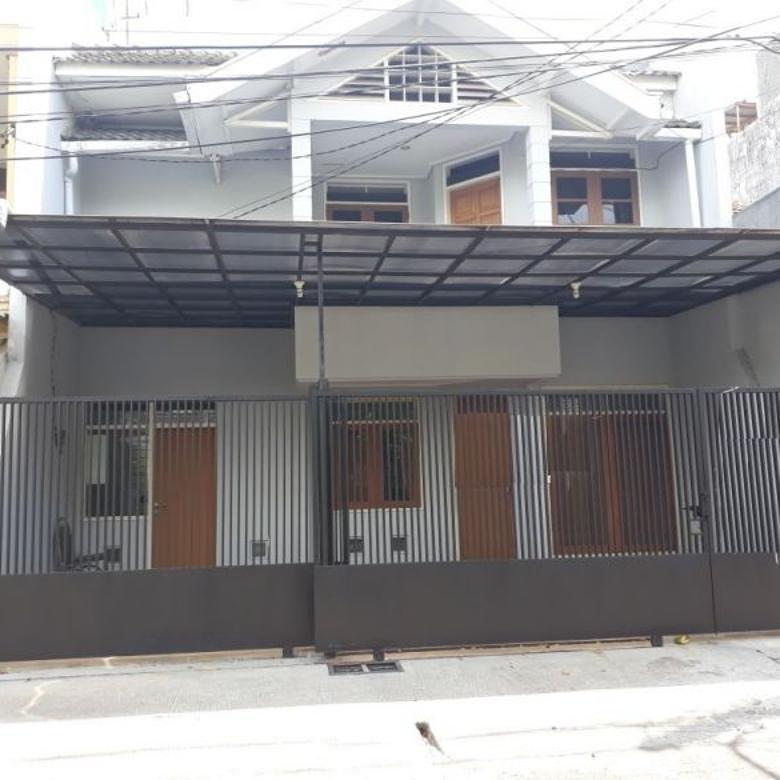 Rumah sudah renov dengan akses pembantu terpisah di Nginden Intan, Surabaya