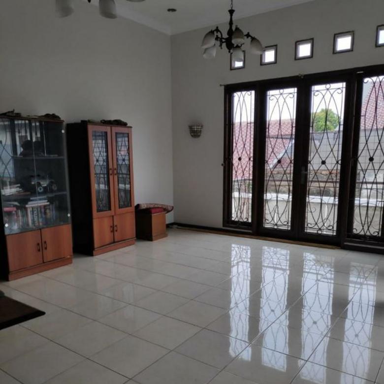 Rumah dijual Jl. Lavionda sekt. 1-5 BSD (blkg ruko onderdil).