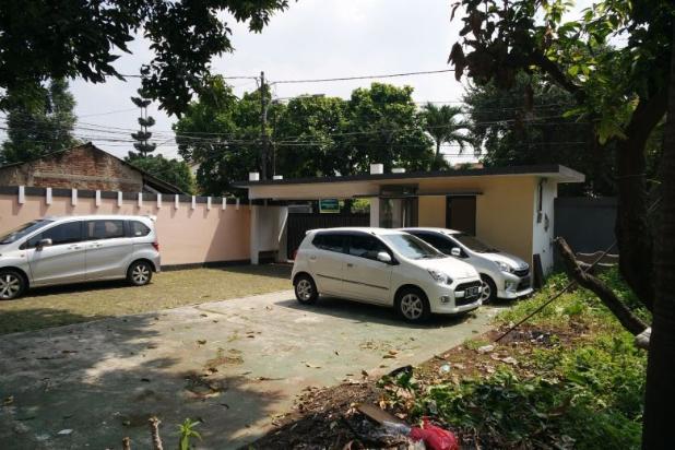 Dijual rumah dengan tanah dan parkiran luas di Pejaten 11926593