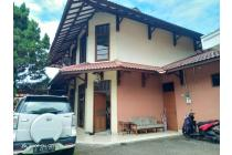 Rumah Lama tapi Sangat Terawat dan Row Jalan Lebar daerah Pesanggrahan.