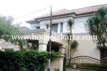 Rumah Jalan Dharmawangsa dekat Brawijaya Kebayoran Baru Dijual Murah