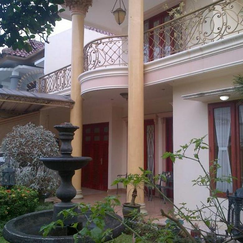 Rumah Megah Sangat Terawat Siap Huni di Cirendeu