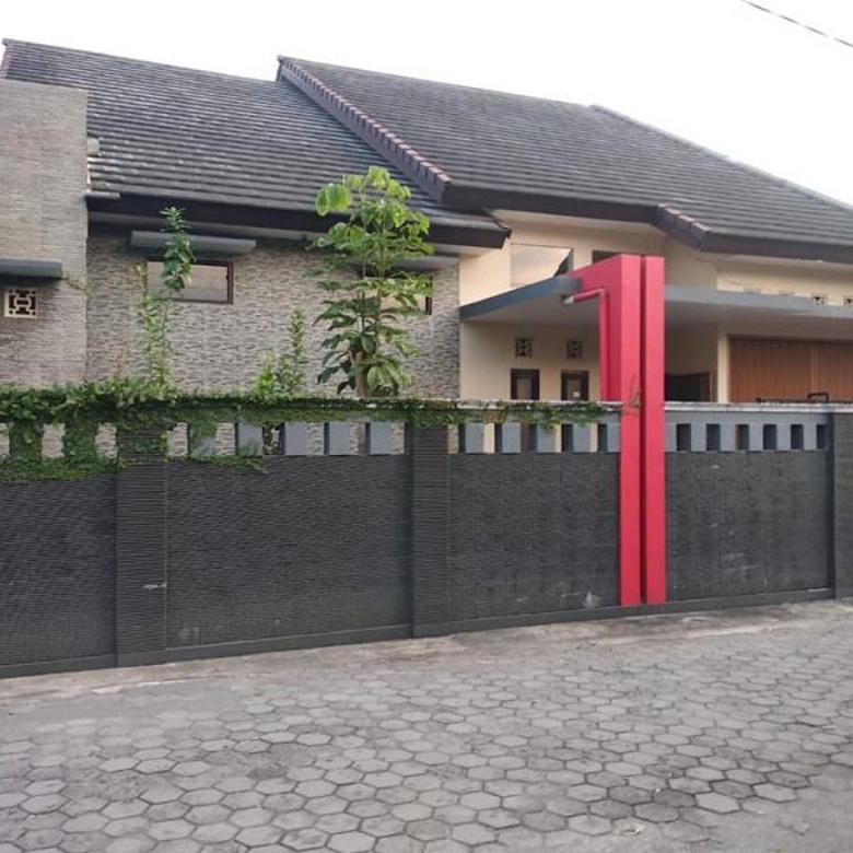 Rumah Cantik Halaman Luas di Purwomartani belakang Indomart
