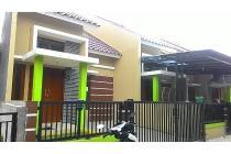 Rumah dengan design modern dekat akses jalan raya