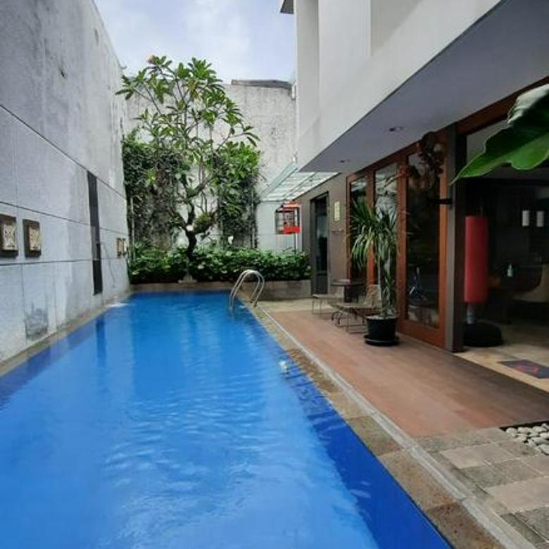Rumah di Kemang, Jakarta Selatan ~ Lokasi Strategis ~ Siap Huni