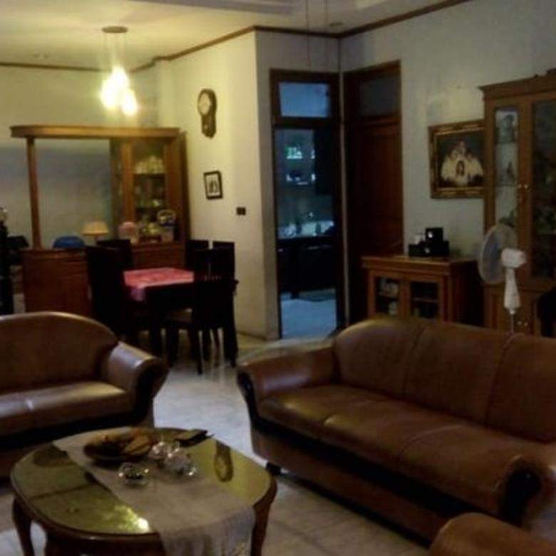 Rumah Homey di area Bendungan Hilir, lingkungan tenang, Tidak Banjir